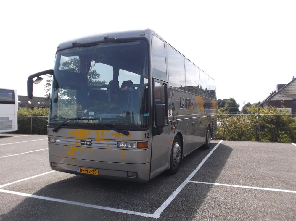 Touringcar bus met tafels